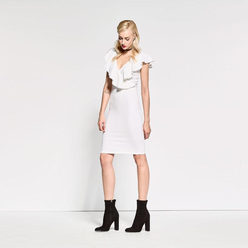 Φόρεμα με βολάν και ανοιχτή πλάτη
