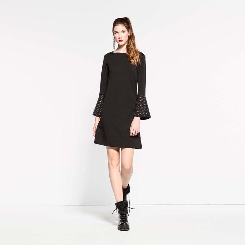 Ελαστικό φόρεμα με τεχνητές πέτρες και μανίκια καμπάνα