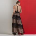Φόρεμα με τούλι και λεπτομέρειες δαντέλας