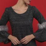 Φαρδύ φόρεμα με γούνα στα μανίκια