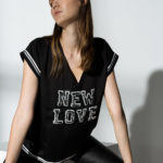 ΜΠΛΟΥΖΑ ΜΕ ΤΥΠΩΜΑ «NEW LOVE»