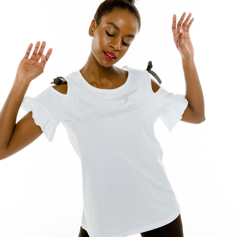 Cinderella t-shirt με ανοιχτούς ώμους και βολάν στα μανίκια