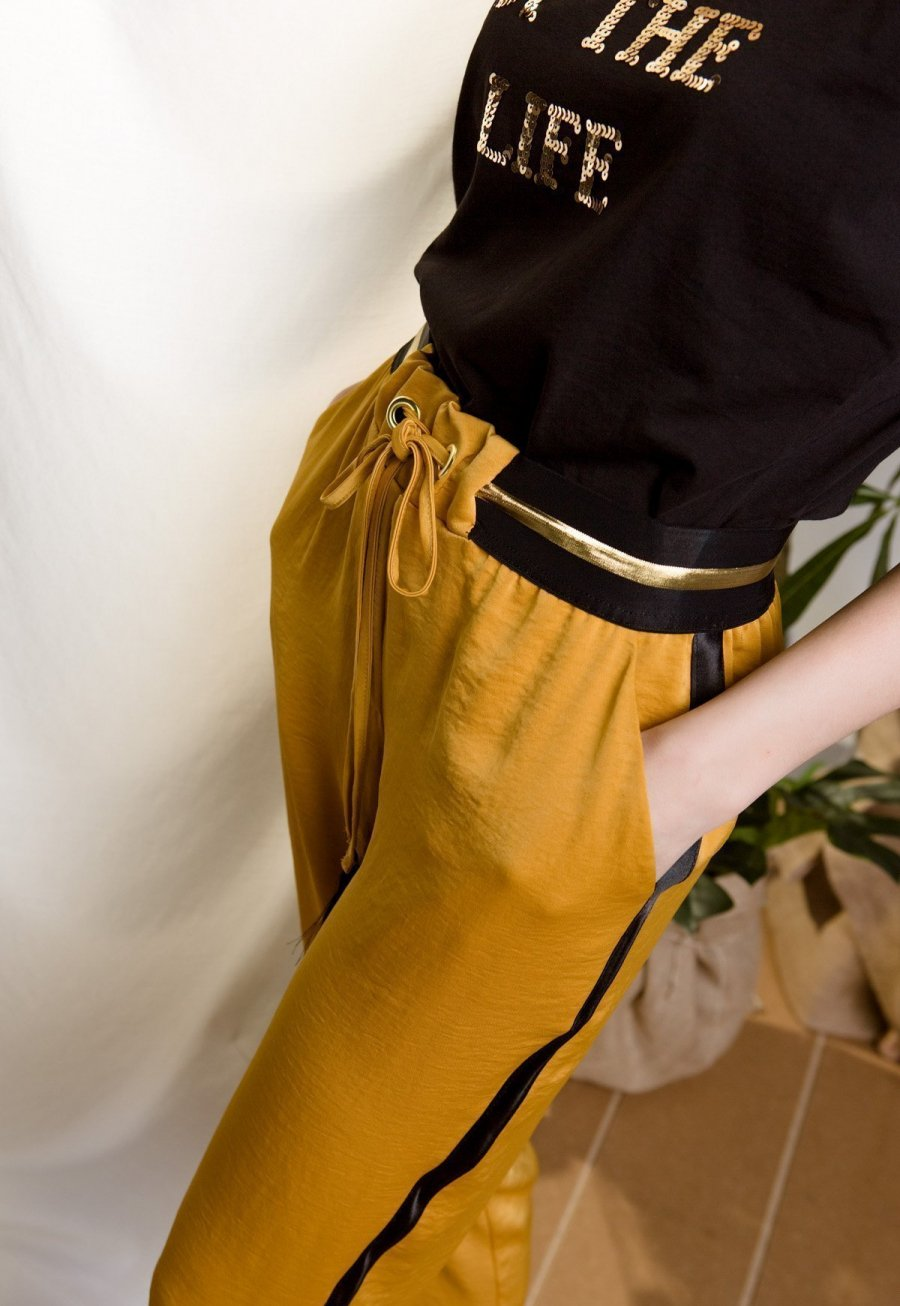 DejaVu μουσταρδί παντελόνι με ρίζα στο πλάι