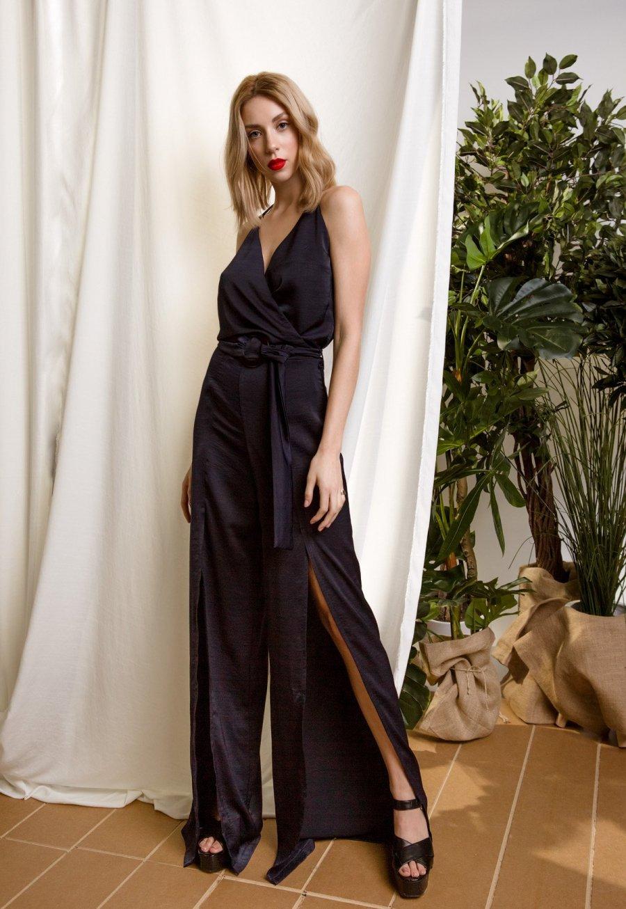 DejaVu φόρμα με λεπτές τιράντες και σκισίματα